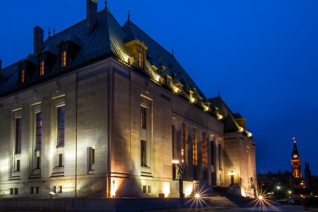 Supreme_Court_of_Canada_by_night